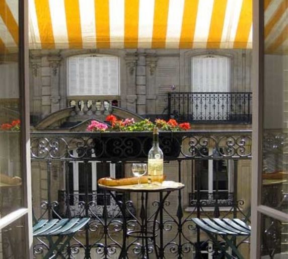 large_797000303-1259287666-balcony-paulliac-holiday-apartment-paris-2